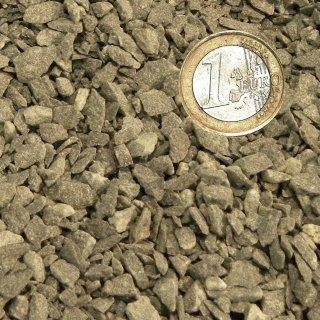 Basaltsplitt schwarz, Körnung 2-5 mm, erdfeucht